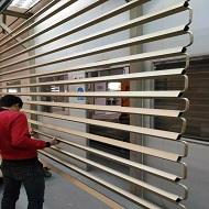广东外墙铝方通厂家产品上喷涂线