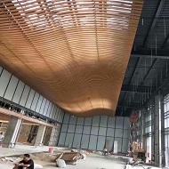 木纹弧形铝方通吊顶完工