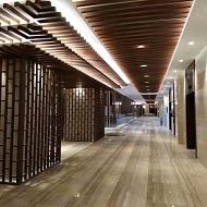 型材木纹铝方通室内装饰完工